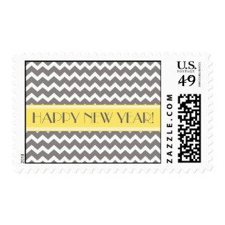 Gris Chevron del amarillo de la Feliz Año Nuevo Sello