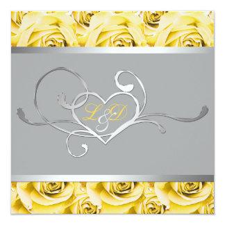 Gris con la invitación con monograma de los rosas