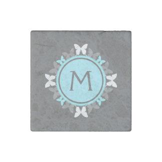 Gris de azules claros blanco del monograma de la imán de piedra