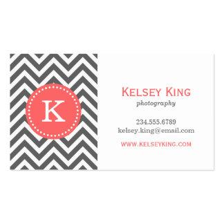 Gris de carbón de leña y monograma coralino del pe tarjeta de visita
