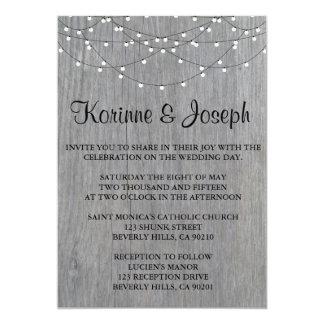 Gris de la invitación del boda, madera, luz de la