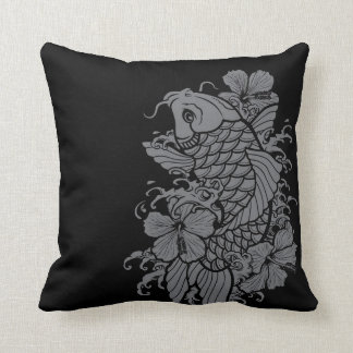 Gris de los pescados de Koi en negro Cojín