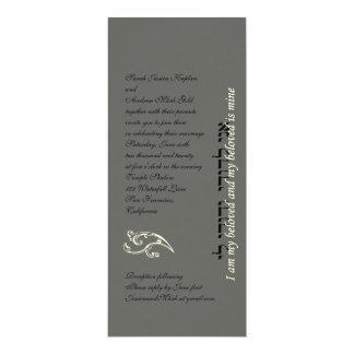 Gris de plata de la invitación hebrea del boda