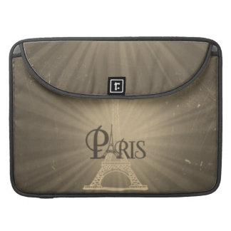 Gris retro de París de la torre Eiffel del estilo Funda Para Macbook Pro