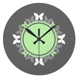 Gris verde claro blanco del monograma de la reloj redondo grande