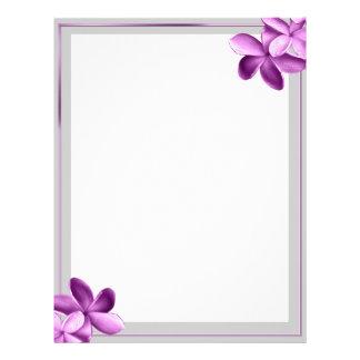 Gris y flor púrpura del Plumeria de la berenjena Membrete Personalizado