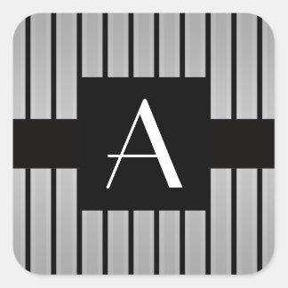Gris y rayas negras del monograma pegatina cuadrada