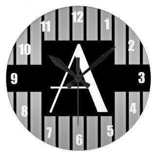 Gris y rayas negras del monograma relojes de pared
