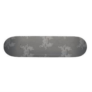 Grises cons alas del escudo de la corona skateboards