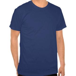 Gritan hacia fuera los hilos frescos de la camisetas