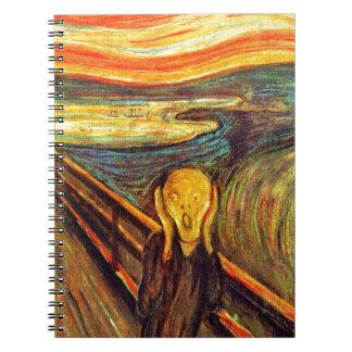 Grite por el cielo anaranjado rojo de griterío del libros de apuntes con espiral