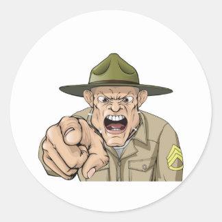 Grito enojado del sargento de taladro del ejército pegatina redonda