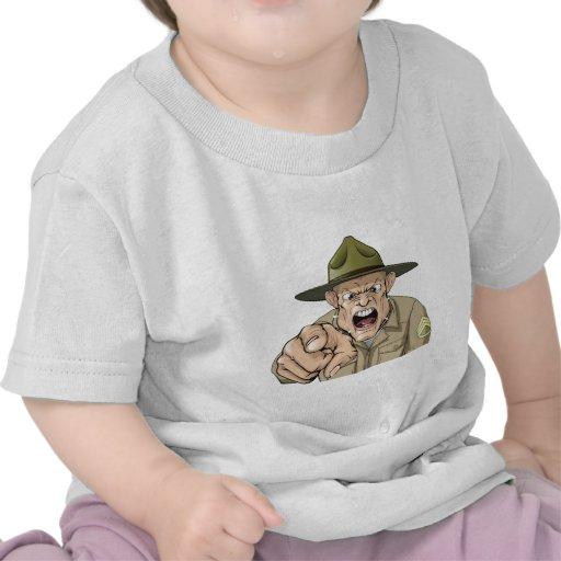 Grito enojado del sargento de taladro del ejército camisetas