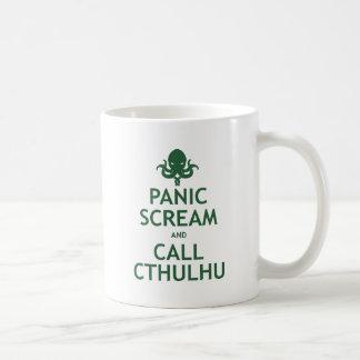 Grito y llamada Cthulhu del pánico Taza Básica Blanca