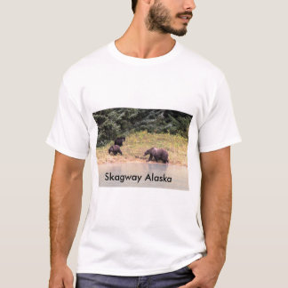 Grizzly Bear and 2 cubs, photography T-Shirt