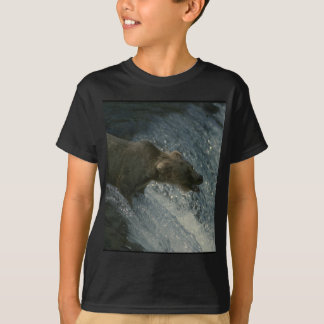 Grizzly Bear  Picture-Fishing for Salmon T-Shirt