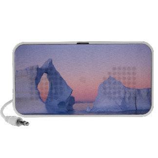 Groenlandia iceberg en la puesta del sol altavoz de viaje