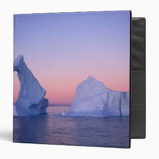 Groenlandia iceberg en la puesta del sol