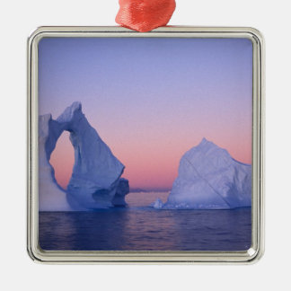 Groenlandia iceberg en la puesta del sol ornaments para arbol de navidad