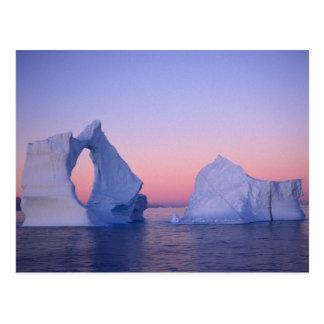 Groenlandia, iceberg en la puesta del sol postal