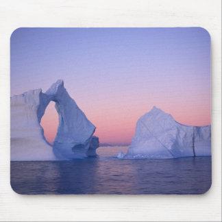 Groenlandia iceberg en la puesta del sol alfombrilla de ratones