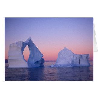 Groenlandia, iceberg en la puesta del sol tarjeta de felicitación