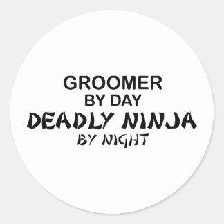 Groomer Ninja mortal por noche Etiqueta Redonda