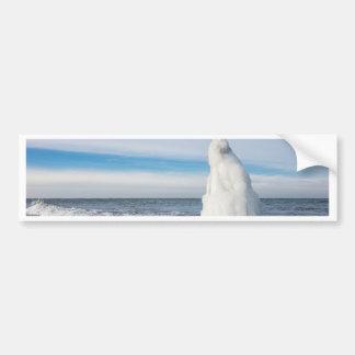 Groyne congelado en invierno en la orilla del mar pegatina para auto