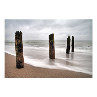 Groynes en la orilla del mar Báltico Fotografía