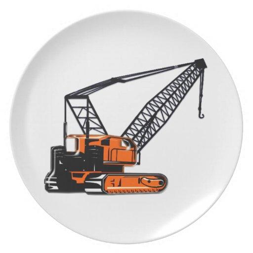 Grúa de construcción anaranjada platos
