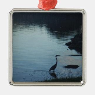 Grúa en el lago en la puesta del sol ornamento para reyes magos