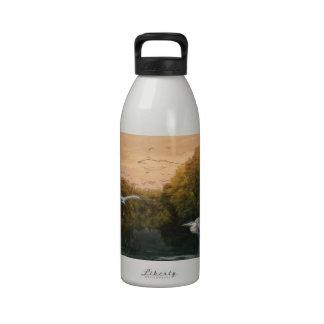 Grúa en el pantano botella de beber