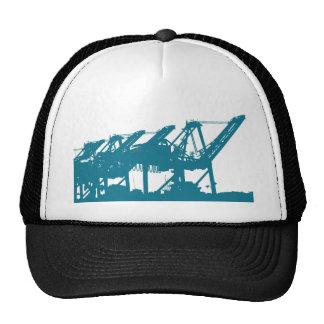 Grúas de Harbror del puerto en gorra azul