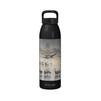 Grúas del valle de Hula en botella de agua de la n