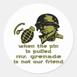 Gruña cuando el Pin es Sr. tirado Grenade Etiquetas Redondas