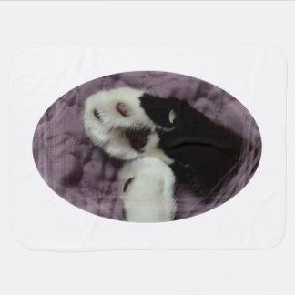 grunge blanco de la parte posterior de la púrpura mantas de bebé
