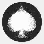 Grunge blanco de las espadas del juego de la etiqueta redonda