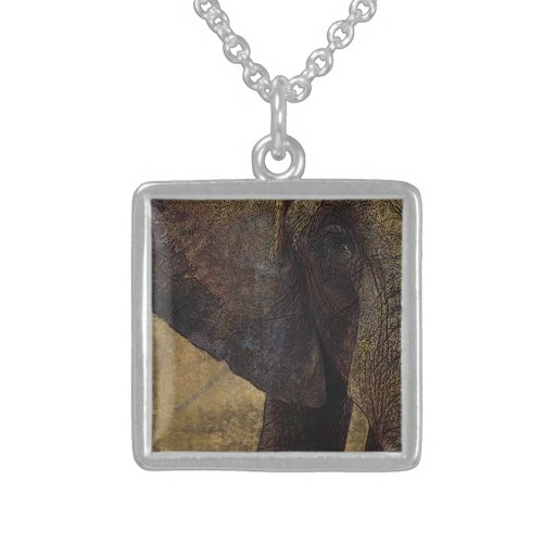 Grunge, elefante africano majestuoso del pergamino grimpolas