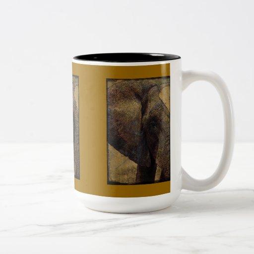 Grunge, elefante africano majestuoso del pergamino taza de café de dos colores
