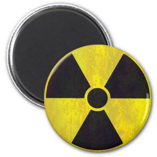 Grunge fresco radiactivo de la señal de peligro el imán redondo 5 cm