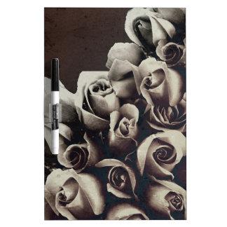Grunge hermoso de los rosas del ramo pizarras