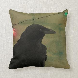 Grunge peculiar del arte del cuervo almohada
