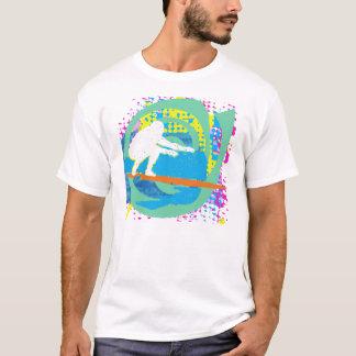 Grunge que practica surf playera