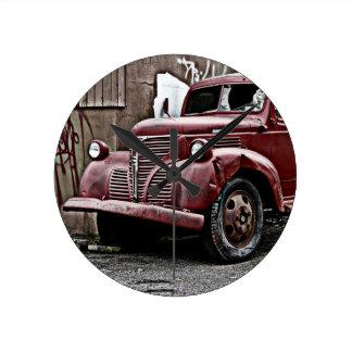 Grunge urbano - camión roto pintada del vandalismo relojes de pared