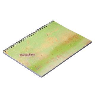 Grunge verde de la soldadura del metal libro de apuntes con espiral