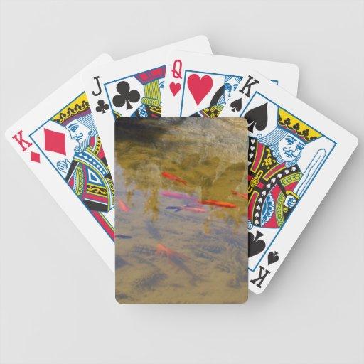 Grupo anaranjado de los pescados en la charca cartas de juego