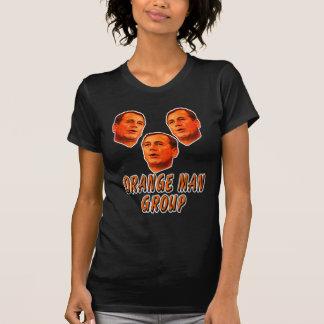 Grupo anaranjado del hombre camisas