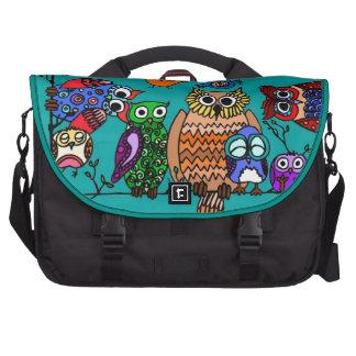 Grupo de búhos del dibujo animado bolsas de portátil