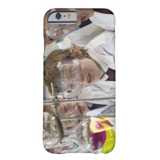 Grupo de experimento de observación de los niños funda de iPhone 6 barely there