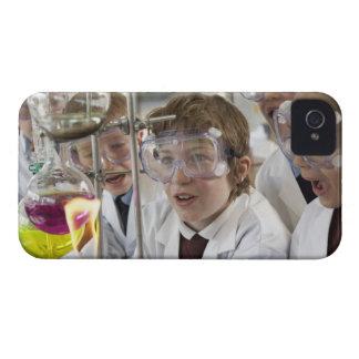 Grupo de experimento de observación de los niños iPhone 4 carcasas